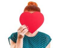 Halten von Herzform vor dem Gesicht Stockfotografie