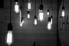 Halten von Lampen Stockbilder