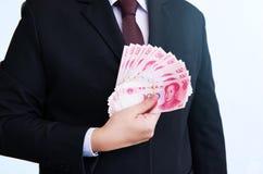 Halten von Yuan oder von RMB, chinesische Währung Stockfoto