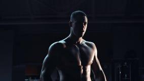 Halterofilista com um físico muscular Fotos de Stock Royalty Free