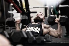 Halterofilista de Poto que dá certo em um gym Imagem de Stock