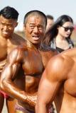 Halterofilista masculino dominador chinês fotografia de stock
