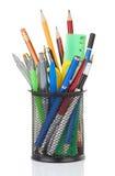 Halterung voll der Feder und des Bleistifts stockbild