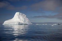 Halvö Antartica för Tempanos en-la Royaltyfria Bilder