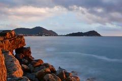 Halvö på solnedgången för liguria för destinationsitaly levante turist för sestri region italy liguria Arkivbild