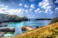 Halvö södra Cornwall UK för ödla för spröjsliten vikhamn i färgglade ljusa HDR Arkivfoton