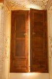 halvöppet fönster Arkivbild