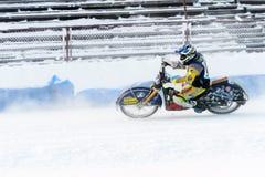 Halv-finalerna av den ryska mästerskapet i Ufa på en speedway isen i December 2016 Arkivfoton