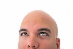 Halv framsida av den skalliga mannen i vit bakgrund arkivfoto