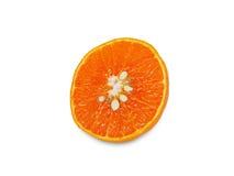 Halv fruktsaftapelsin på vit Arkivbilder