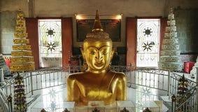 Halv guld- Buddha Royaltyfria Bilder