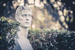 Halv kroppstaty i Giardinien Trädgård del Pincio i Rome, Italien Arkivbild