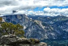 Halv kupol i den yosemite nationalparken, Kalifornien USA arkivfoton