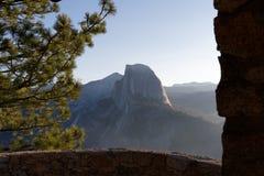 Halv kupol på den Yosemite nationalparken Royaltyfria Foton