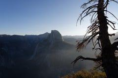 Halv kupol på den Yosemite nationalparken Royaltyfria Bilder