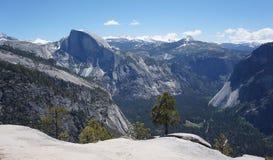Halv kupolsynvinkel Yosemite royaltyfri bild