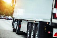 Halv lastbil på rutten Royaltyfri Fotografi