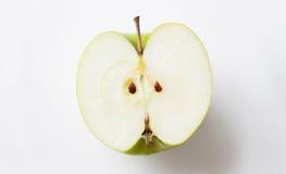 Halv over vit för moget grönt äpple fotografering för bildbyråer