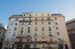 Halv-sanerad byggnad i Budapest, Ungern royaltyfri bild