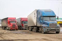 Halv-släp lastbilar Royaltyfri Bild