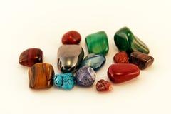 Halva ädelstenar/Crystal Stone Types/läkastenar, bekymmerstenar, gömma i handflatan stenar, grubblar stenar Arkivbild