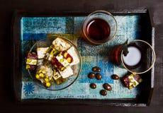 Halva с частями какао на плите Стоковые Фото