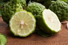 Halva av kaffirlimefruktfrukten Royaltyfri Bild