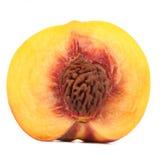 Halva av persikan som isoleras på vit bakgrund arkivfoton