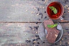 Halva com cacau e copo do chá Fotografia de Stock