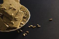 Halva del girasole con i semi sul piatto Fotografia Stock