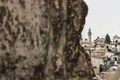 Halva dold sikt av staden av Betlehem i det upptagna palestinska territorierna Arkivbilder