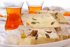 Halva et thé orientaux de bonbons Photos libres de droits