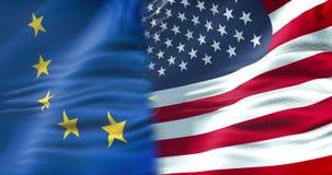 Halva flaggor av USA och den halva europeiska fackliga flaggan, kris mellan USA-amerikanen och Europa international lager videofilmer