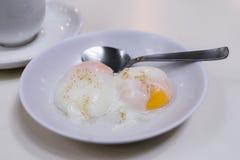 Halva-kokade ägg, den traditionella Singapore frukosten kallade Kaya To Royaltyfri Bild