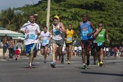 Halva-maraton till och med Copacabana, Rio de Janeiro, Brasilien arkivbilder