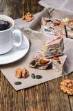 Halva-Nachtisch und schwarzer Kaffee Lizenzfreie Stockfotografie