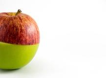 Halva Red&Green Apple som isoleras på vit Royaltyfri Fotografi