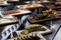 Halvah, salami och potatisar för frukost arkivfoton