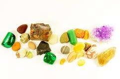 Halvädla mineraler lossar isolerat Arkivbild