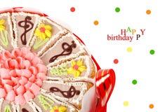 Halve cake met confettien op een witte achtergrond Stock Afbeeldingen
