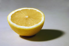 Halve citroen royalty-vrije stock afbeeldingen