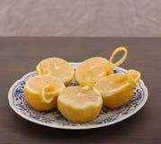 Halve citroenen op porselein Royalty-vrije Stock Afbeelding