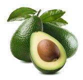 3 halve die het zaadbladeren van de avocadobesnoeiing op witte achtergrond worden geïsoleerd Stock Foto