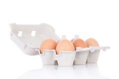 Halve dozijn bruine kippeneieren Stock Foto's