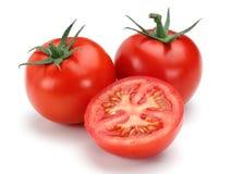 Halve en gehele verse tomaten royalty-vrije stock fotografie