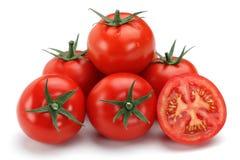 Halve en gehele verse tomaten stock foto