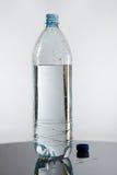 Halve fles water Stock Afbeeldingen