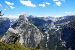 Halve Koepel, Lente en Nevada Falls, het Nationale Park van Yosemite royalty-vrije stock foto's