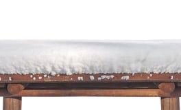 Halve mening van houten die lijst met sneeuw wordt en op wit wordt geïsoleerd behandeld die stock afbeelding