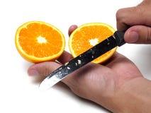 Halve sinaasappel in de hand Royalty-vrije Stock Fotografie